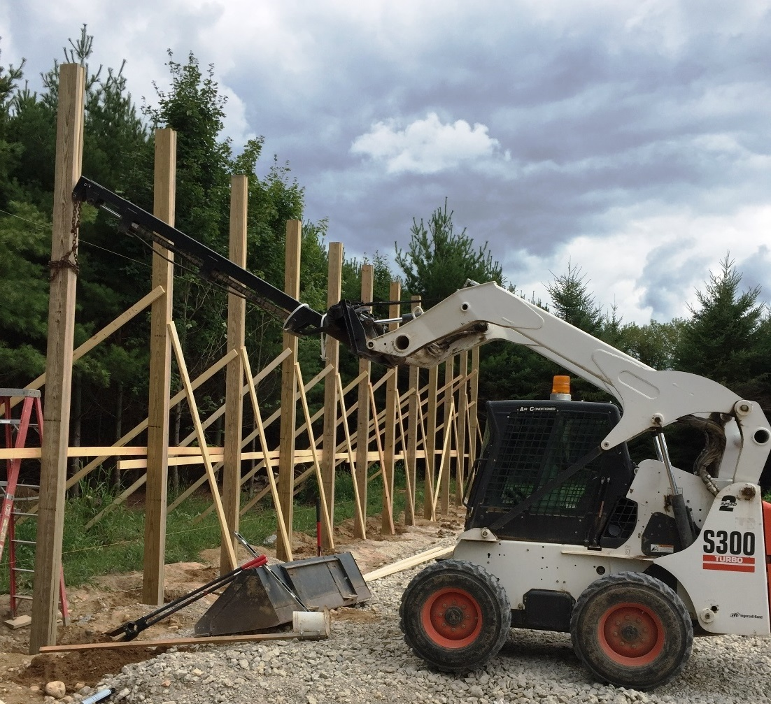 SkidSteer_TeleBoom_Lifting_Pole_Barn