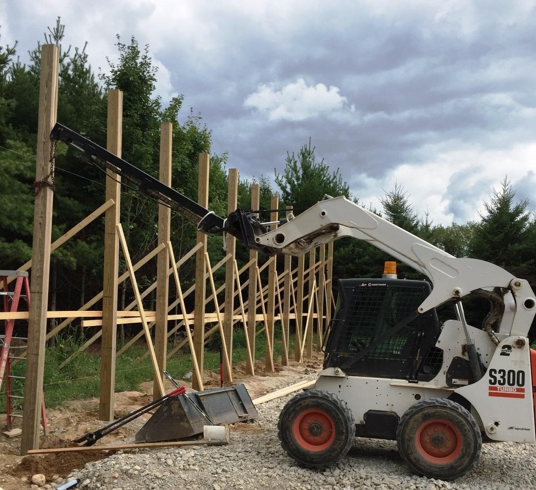 SkidSteer_TeleBoom_Lifting_Pole_Barn